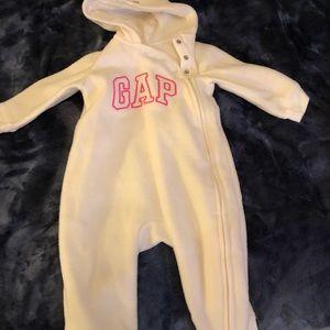 Gap warm suit ( foot out)